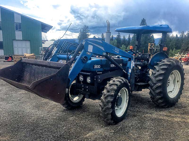 3930 Ford Tractor with Loader